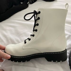 new W/O the tags white boots from H & M